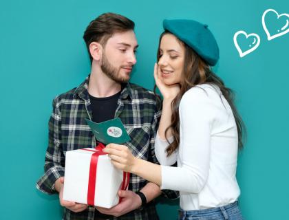 Սիրո տոներ, աղջիկ և տղա նվերով